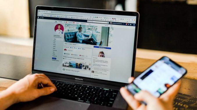 Social Media Marketing am Macbook Pro